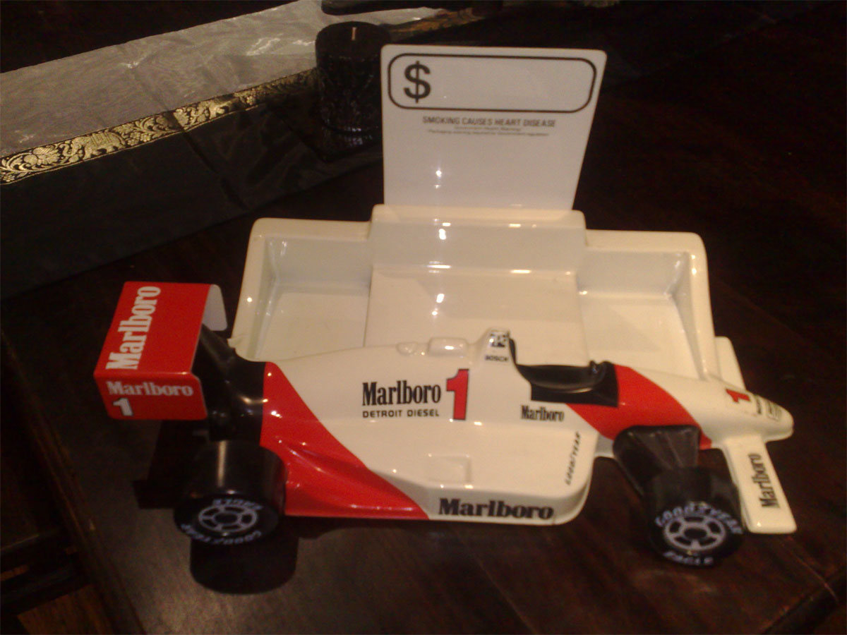 FORULAR 1 - Marlboro Early 90's Promo Cigarette Display Car - 1